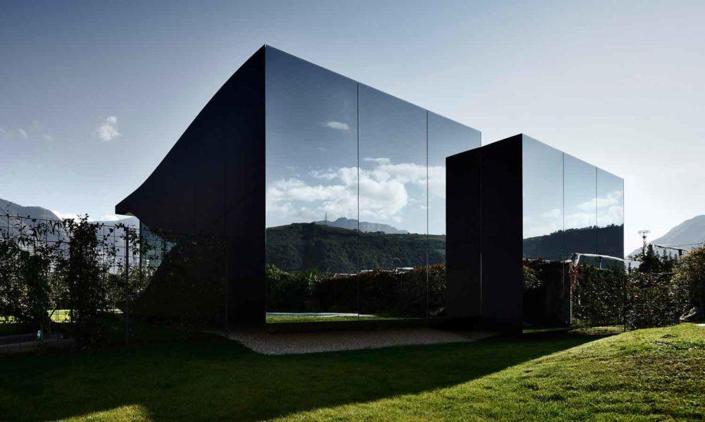 Αρχιτεκτονικές αντανακλάσεις MirrorHousesbackday 1024x614